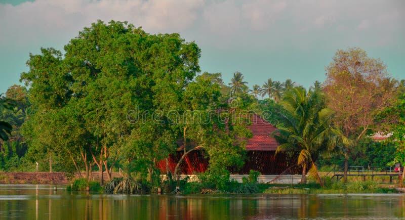 Tempio in mezzo ad un lago fotografia stock