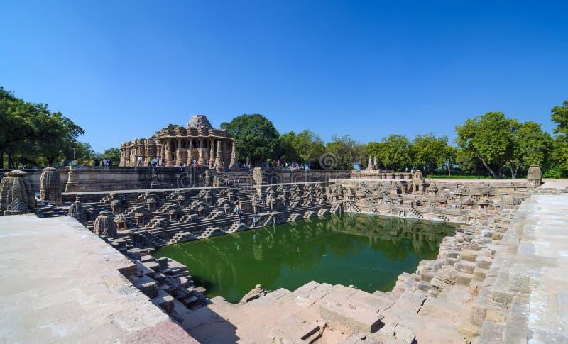 Tempio Modhera di Sun con bello Stepwell a Ahmedabad fotografia stock libera da diritti
