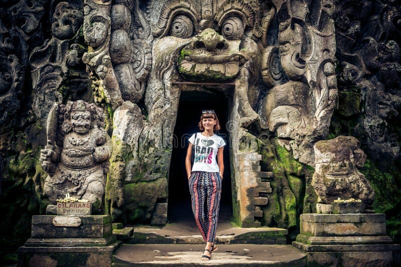 Tempio rovinato antico Goa Gajah, Ubud, Bali della caverna Tempio dell'elefante sull'isola di Bali immagini stock