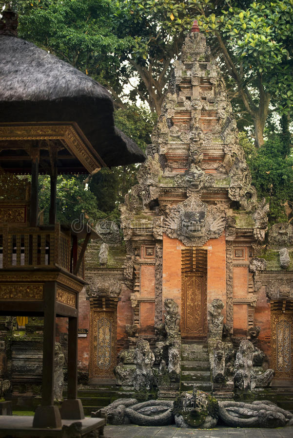 Tempio in scimmia sacra Forest Sanctuary immagini stock