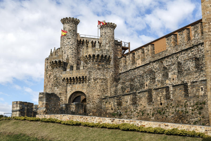 Templar城堡家庭或大门在蓬费拉达, Bierzo 库存图片