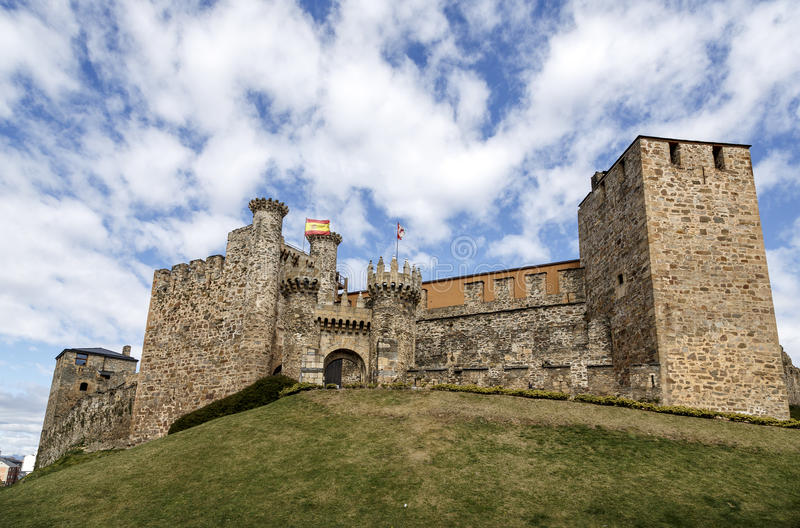 Templar城堡家庭或大门在蓬费拉达, Bierzo 免版税库存图片