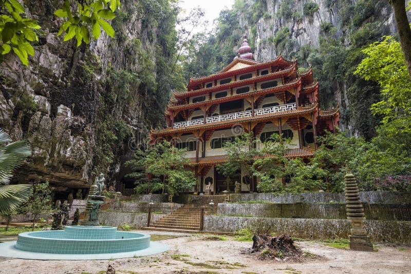Temple abondant en Sam Poh Tong, Ipoh, Malaisie photographie stock