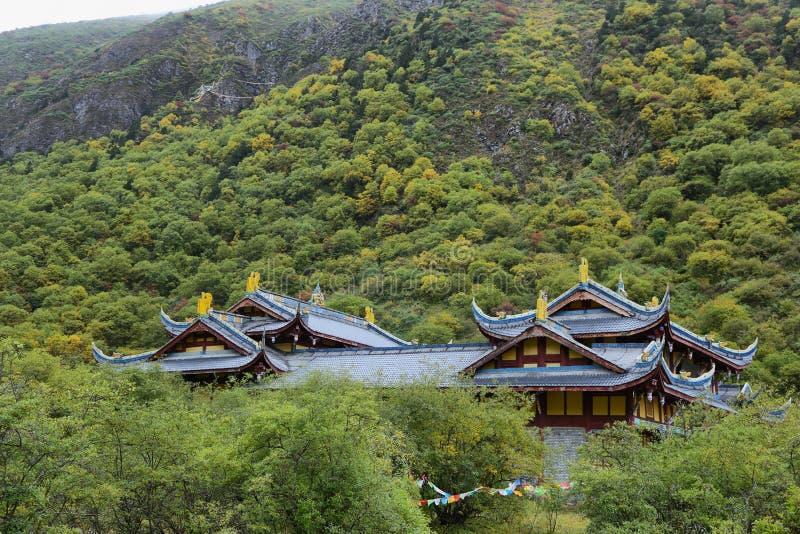 Temple antique de Huanglong dans la région scénique de Huanlong image libre de droits