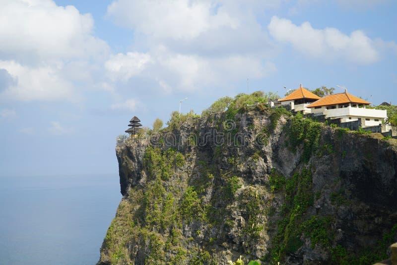 Temple au bord de la falaise photo libre de droits