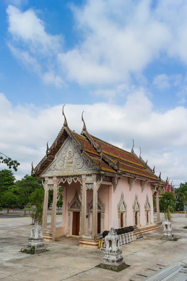 Temple avec l'arbre et le ciel photo stock