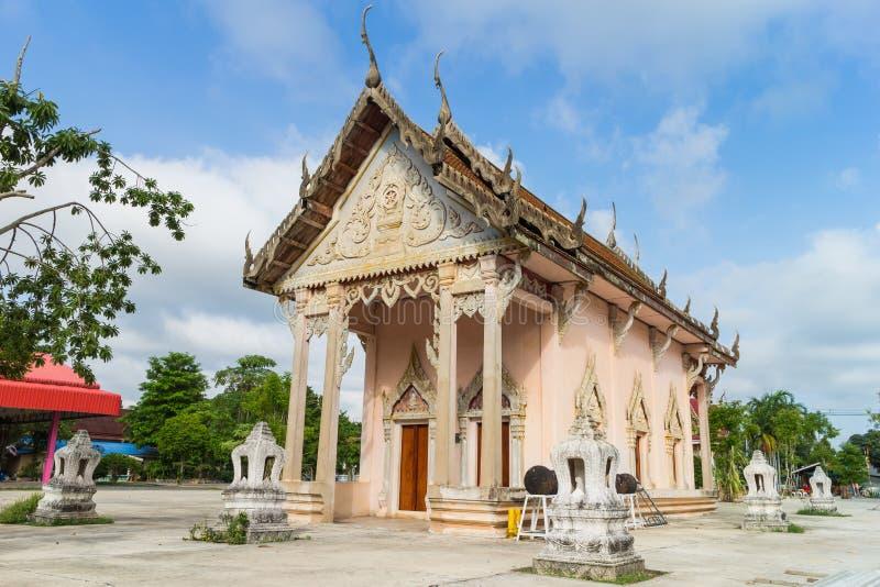 Temple avec l'arbre et le ciel images stock