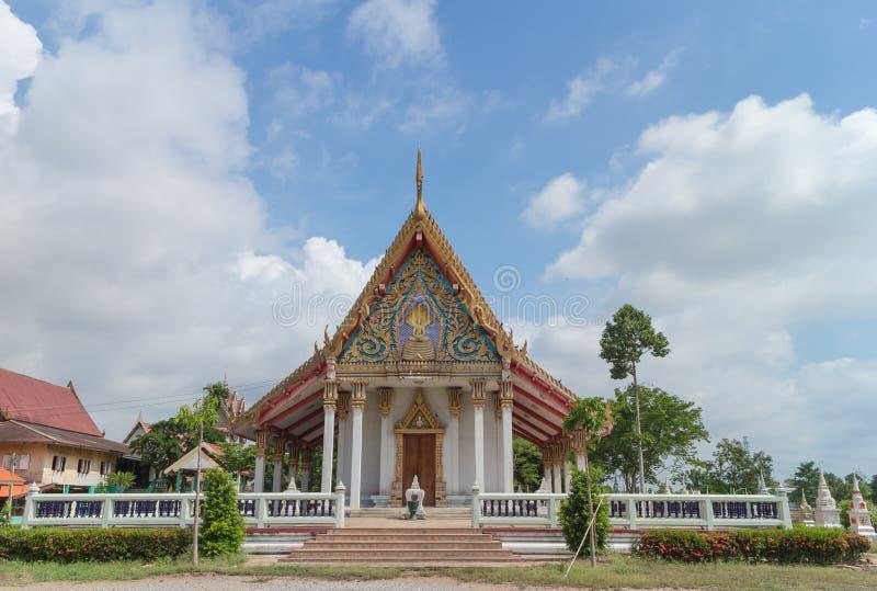 Temple avec le fond d'arbre et de ciel images libres de droits