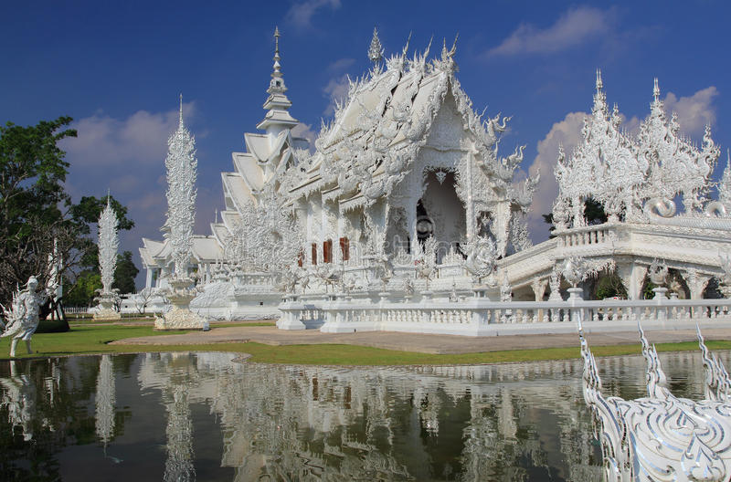 Temple blanc dans Chiang Rai images stock