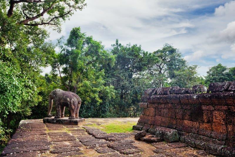 Temple bouddhiste antique de khmer dans le composé d'Angkor Vat photos libres de droits