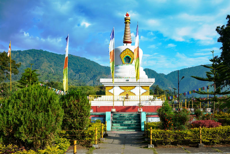 Temple bouddhiste dans le dessus de colline d'Itanagar, Arunachal Pradesh, frontière de l'Indochine image libre de droits