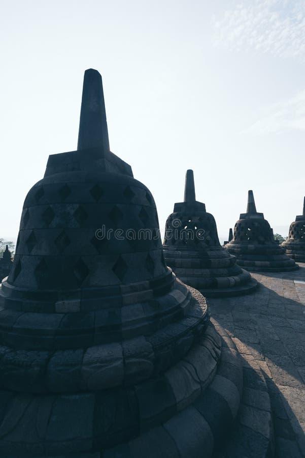 Temple bouddhiste de Borobudur de nuit image stock