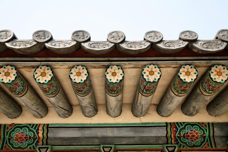 temple bouddhiste de toit de groupe photo stock