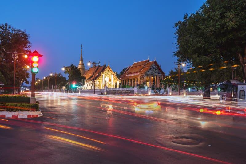 Temple bouddhiste de Wat Pra Tard Chang Kum à Nan, Thaïlande avec images libres de droits