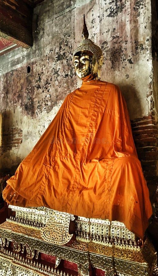 Temple bouddhiste et statue en Thaïlande photos libres de droits
