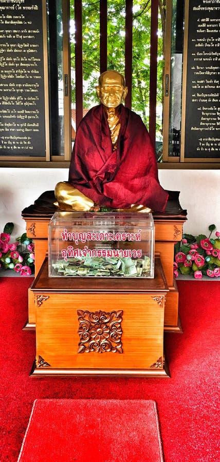 Temple bouddhiste et statue en Thaïlande photo stock