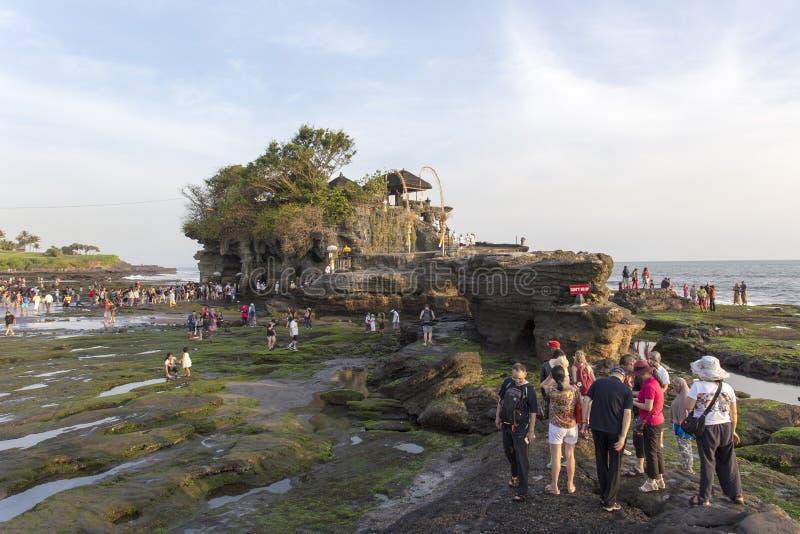 Temple célèbre de sort de Tanah sur la mer en île Indonésie de Bali photos stock