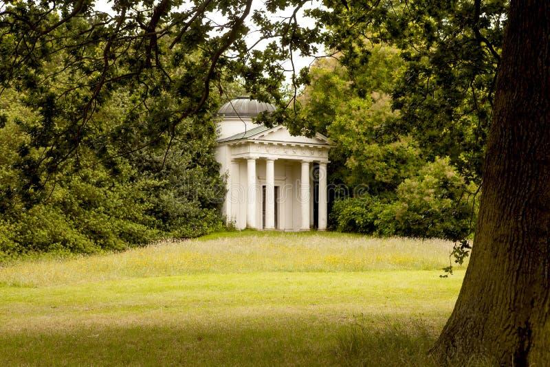 Temple caché photographie stock libre de droits