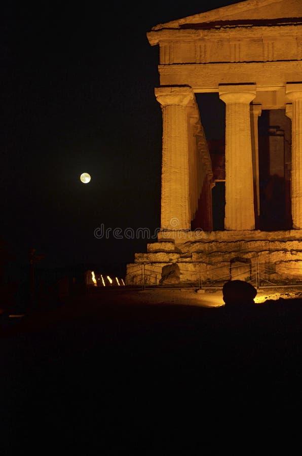 Temple d'accord et de lune image libre de droits