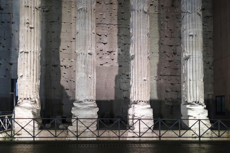 Temple d'Adriano à Rome, scène de nuit photos stock