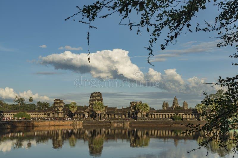 Temple d'Angkor Vat dans la soirée ensoleillée chaude images libres de droits