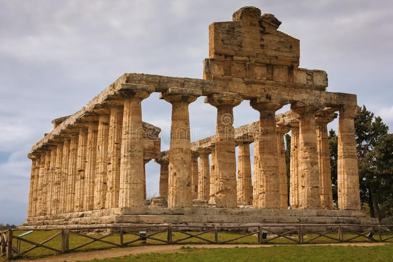 Temple d'Athéna Paestum salerno Campanie l'Italie photographie stock