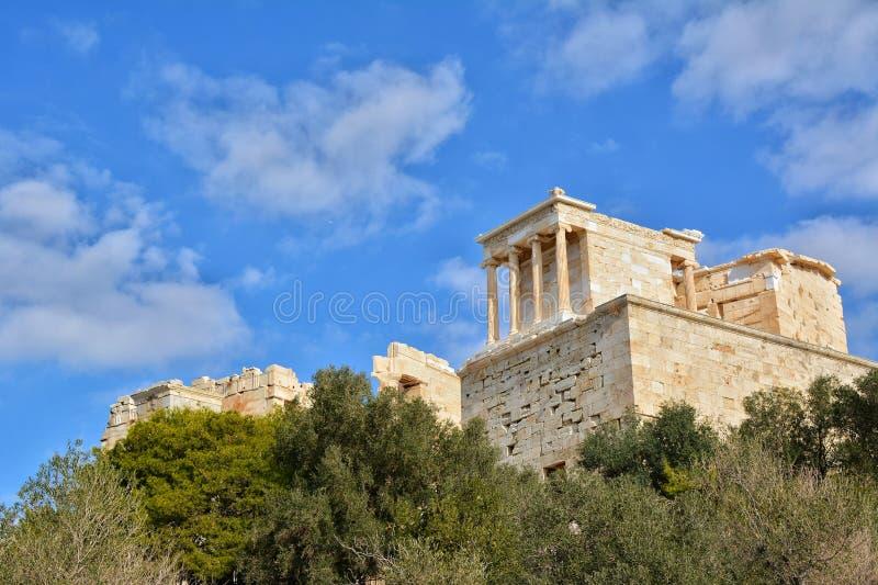 Temple d'Athena Nike sur la colline d'Athènes image stock