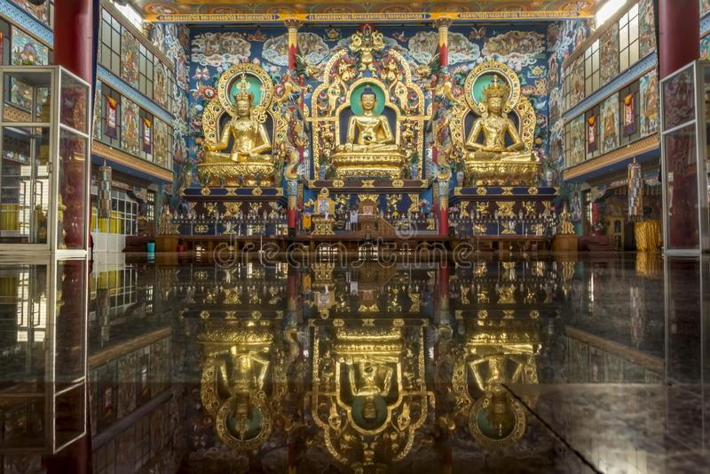 Temple d'or chez Bylakuppe - monastère tibétain photos libres de droits