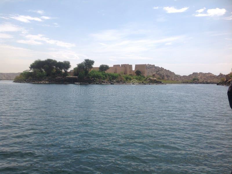 Temple dans l'eau images stock