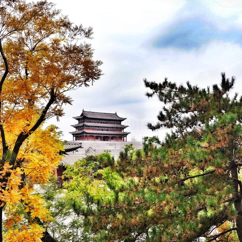 Temple dans la distance photos libres de droits