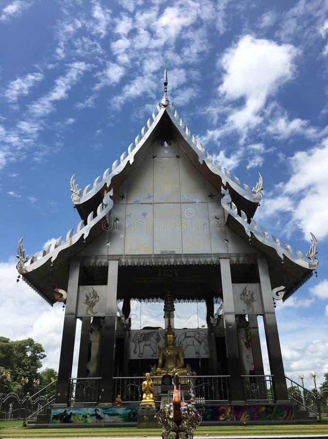 Temple dans la province de Chachoengsao photo stock