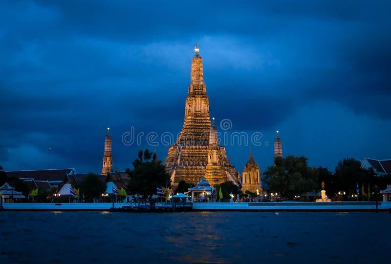 Temple of Dawn на ноче стоковые изображения