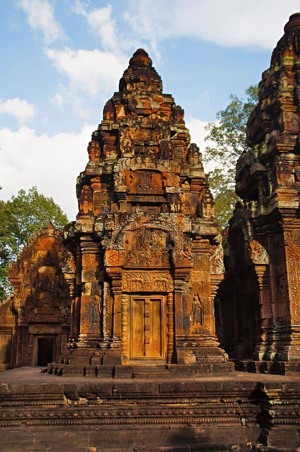 Temple de Banteay Srei, Angkor, Cambodge La citadelle des femmes, ce temple contient le plus fin, la plupart des découpages compl photo stock