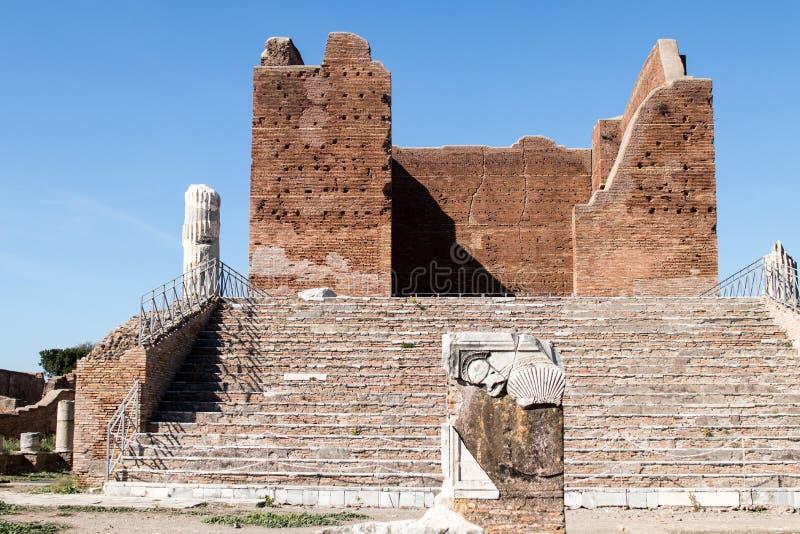 Temple de Capitolium chez Ostia Antica, ruines dans la ville romaine antique W photos libres de droits