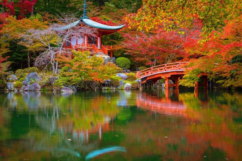temple de Daigo-JI avec les arbres d'érable colorés en automne, Kyoto image libre de droits