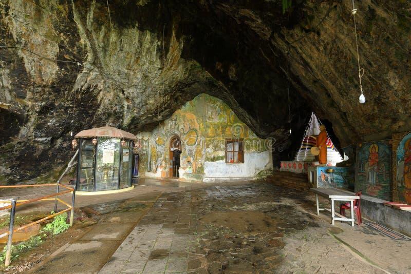 Temple de Diva Guhawa Caves chez Ratnapura dans Sri Lanka images stock