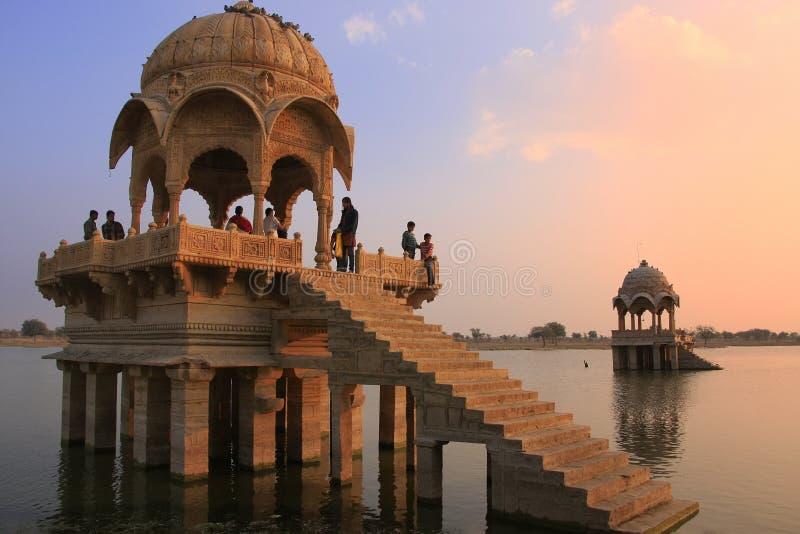 Download Temple De Gadi Sagar Sur Le Lac Gadisar Au Coucher Du Soleil, Jaisalmer, Inde Photographie éditorial - Image du historique, asie: 45359362