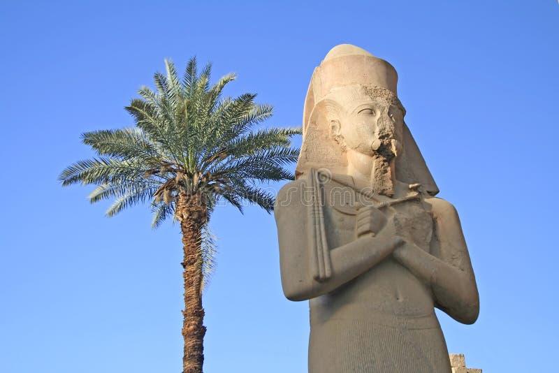 Download Temple de Karnak photo stock. Image du homme, vacances - 726878