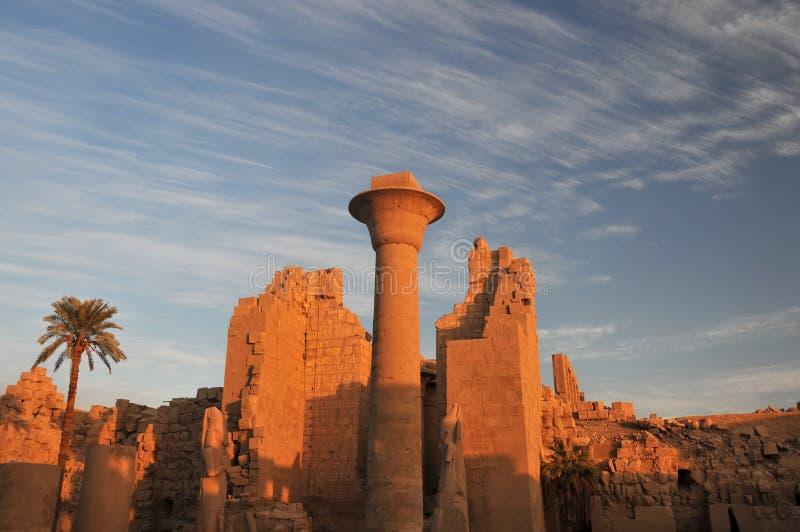 Temple de Karnak au coucher du soleil photo libre de droits