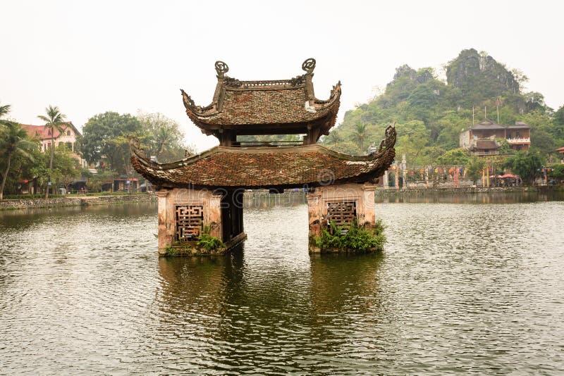 Temple de l'eau à Hanoï, Vietnam photographie stock libre de droits