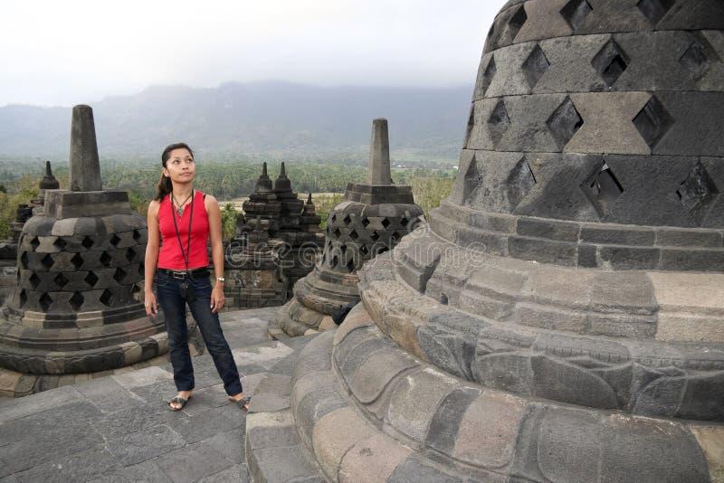 temple de l'Indonésie de fille de borobudur images libres de droits