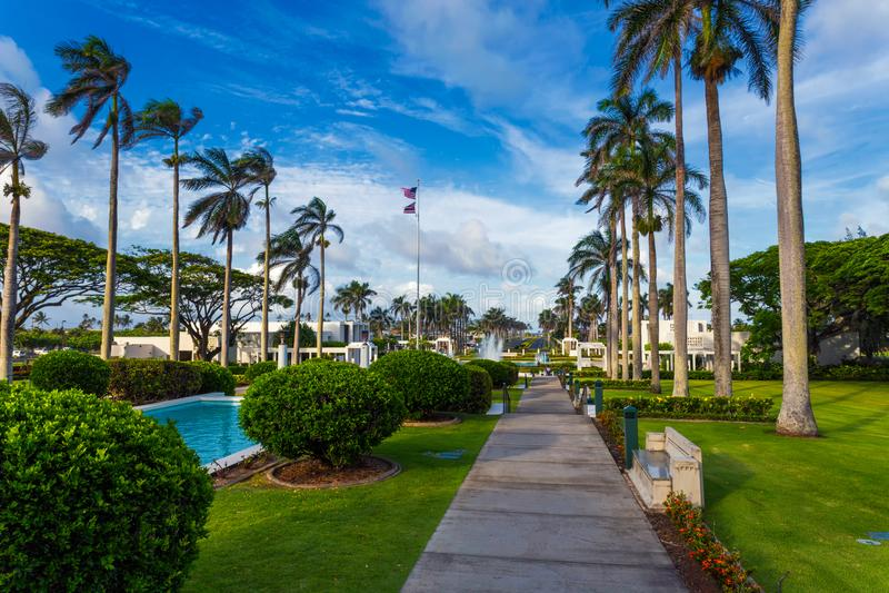 Temple de Laie avec de belles fontaines et vue de jardin sur l'île d'Oahu, Hawaï photo stock