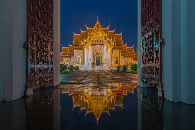 Temple de marbre, Wat Benjamaborphit photos stock