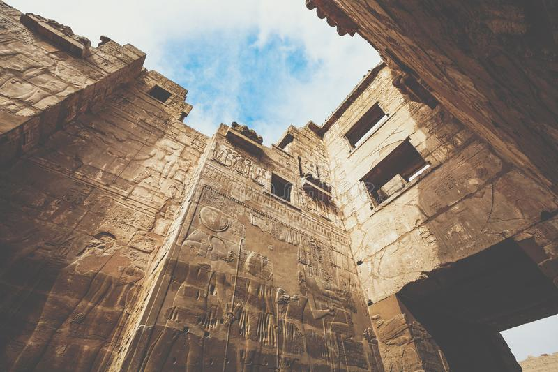 Temple de Medinet Habu, consacré à la banque occidentale de Rameses III - Monde de l'UNESCO images stock