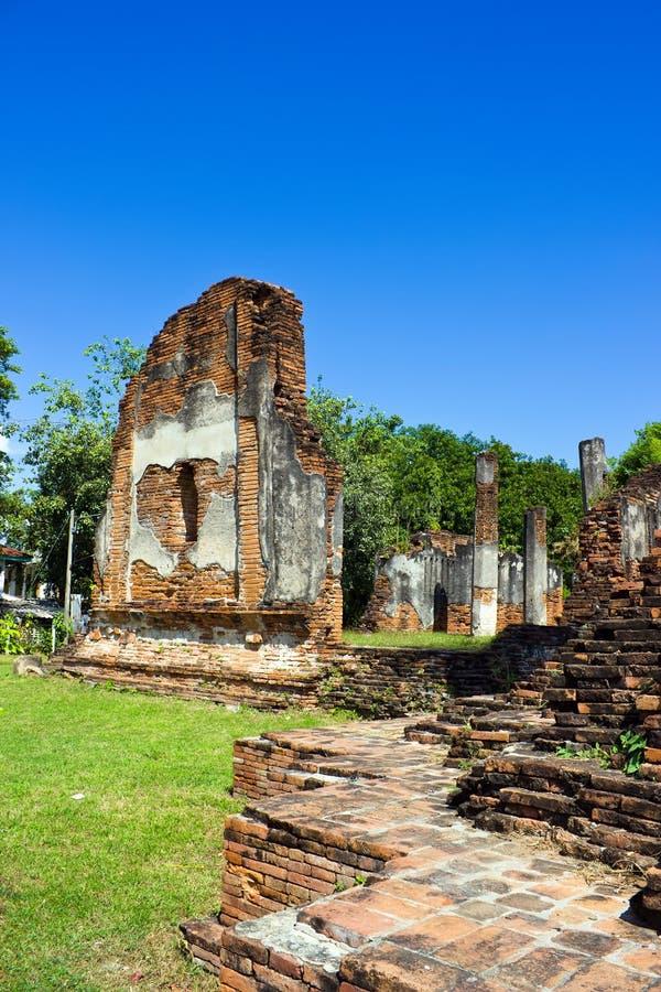 Temple de Nakhon Kosa avec le ciel bleu photos stock