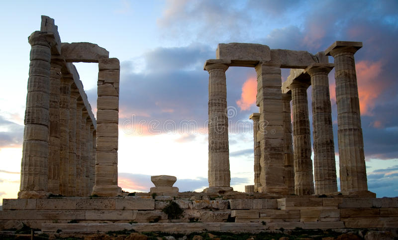 Temple de Poseidon sur le cap de Sounion en Grèce photos stock