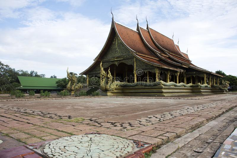 Temple de prao de phu de wararam de Sirindhorn ou prao de phu de Wat dans Ubon Ratchathani, Thaïlande photo libre de droits