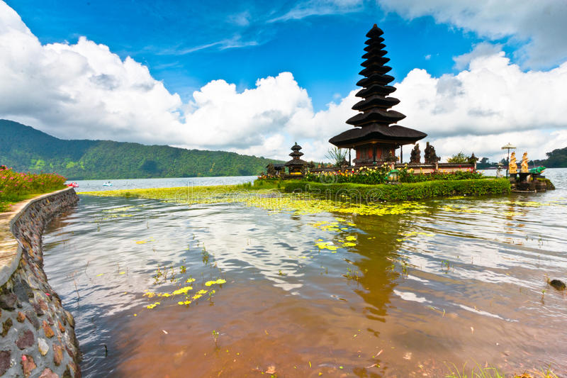 Temple de Pura Ulun Danu sur un lac Beratan Bali, Indonésie photo stock