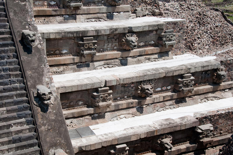 Temple de Quetzalcoatl, Teotihuacan (Mexique) images stock