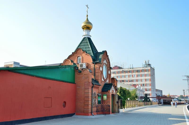 Temple de séraphin de St de Sarov près de la gare ferroviaire dans Barnaul photos stock